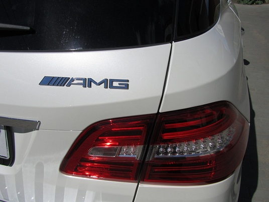 Mercedes-Benz ML 63 AMG V8 Biturbo Designo (20)